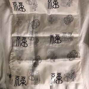 Accessories - 🎉 BOGO FREE! 100% silk scarf